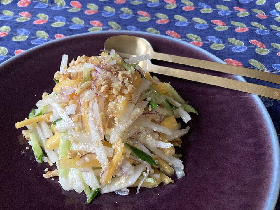 キヌアと秋フルーツのサラダ